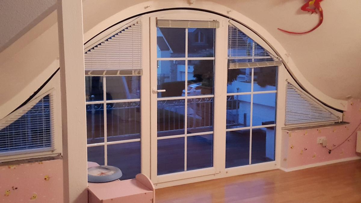 dachfenster mit balkon dachfenster balkon cabrio n. Black Bedroom Furniture Sets. Home Design Ideas
