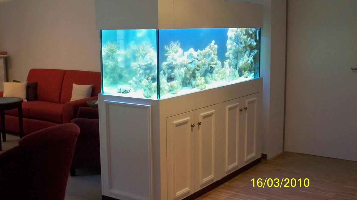 Einbauschrank mit Aquarium